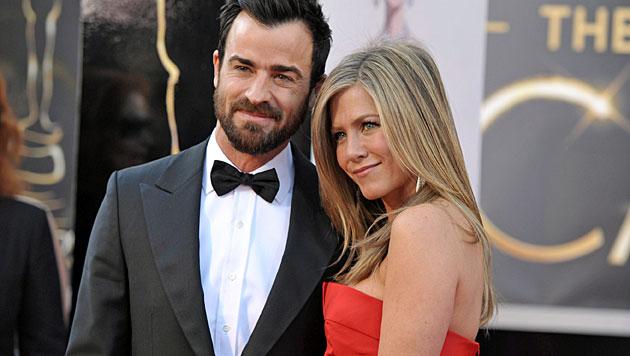 Aniston stellt Theroux ein Hochzeitsultimatum (Bild: AP)