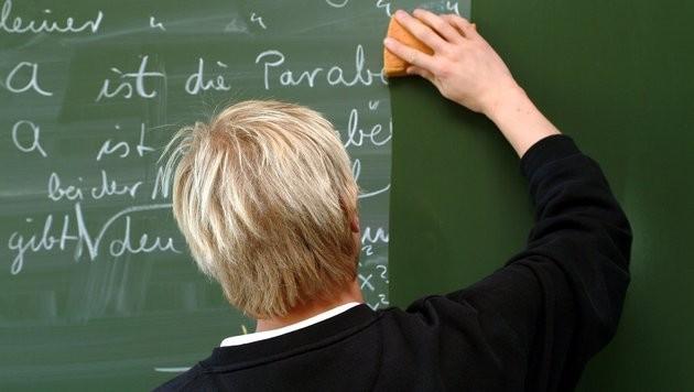 Schulen wählen Lehrer künftig online aus (Bild: APA/dpa/Heiko Wolfraum)