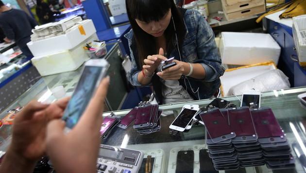 Erstmals mehr Chinesen mit Handy online als mit PC (Bild: EPA)