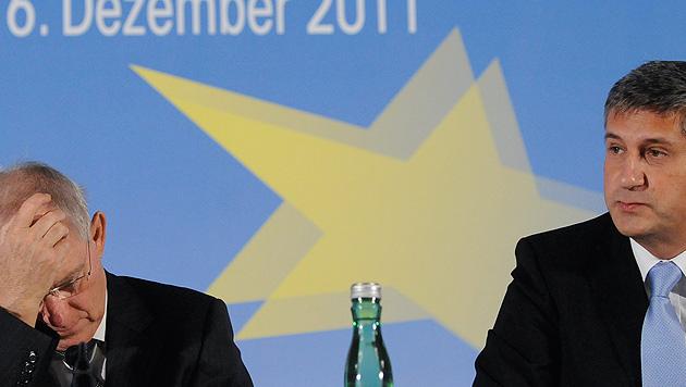 Schäuble-Spott bringt Spindelegger in Verlegenheit (Bild: APA/HANS KLAUS TECHT)