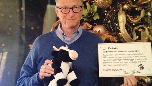 Bill Gates überrascht Frau mit Kuh zu Weihnachten (Bild: redditgifts.com)