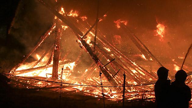 OÖ: Feuerinferno auf Reiterhof - 4 Pferde verendet (Bild: Daniel Scharinger)