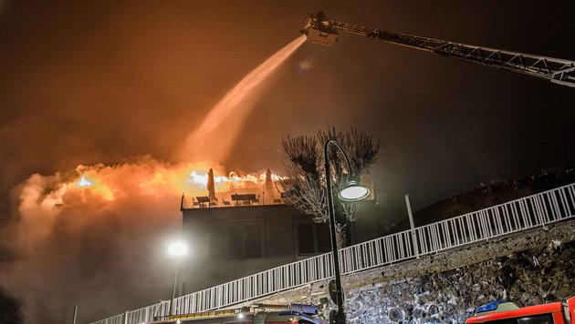 Feuer in Linzer Lokal: Brandstiftung vermutet (Bild: APA/Werner Kerschbaummayr)