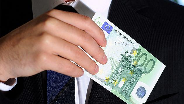 Spitzenmanager verdienten 2013 etwas weniger (Bild: APA/HELMUT FOHRINGER (Symbolbild))