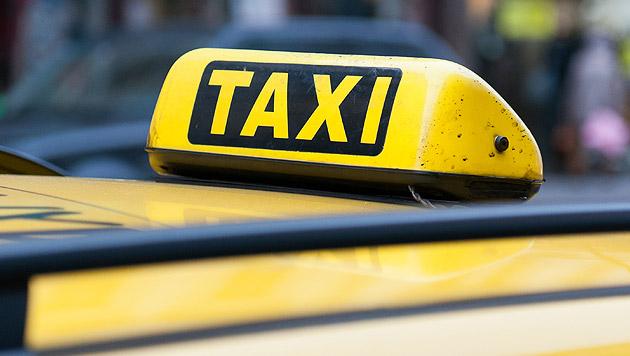Taxifahrer protestieren gegen App-Anbieter Uber (Bild: Andreas Graf (Symbolbild))