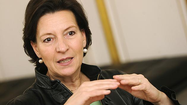 Heinisch-Hosek will Länder an die Kandare nehmen (Bild: APA/Herbert Pfarrhofer)