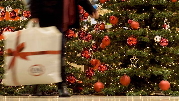 Handel zieht positive erste Weihnachtsbilanz (Bild: dpa/Inga Kjer)