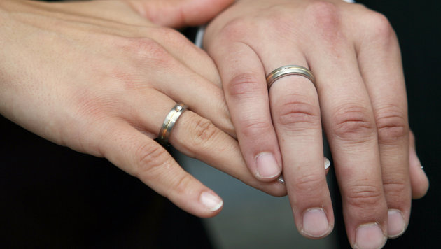 Jedes sechste Paar lebt unverheiratet zusammen (Bild: dpa/Frank Leonhardt)