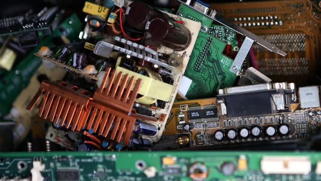 So blüht das Geschäft mit illegalem Elektroschrott (Bild: AP)