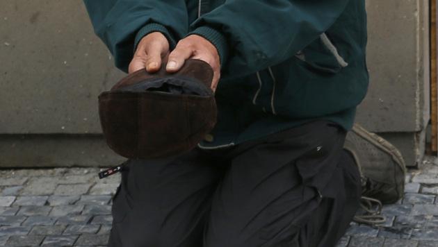 Bettler musste jeden Cent Menschenhändlern geben (Bild: AP (Symbolbild))