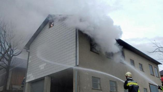 NÖ: Brand in Garage hielt Feuerwehr in Atem (Bild: FF Wirts/Waidhofen a. d. Ybbs)