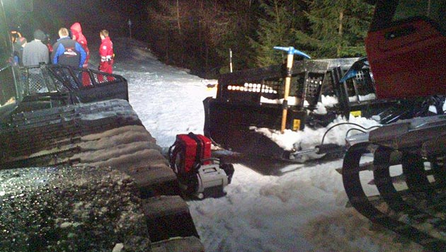 Skifahrer prallt in Dunkelheit gegen Baum - tot (Bild: Rotes Kreuz Rottenmann)
