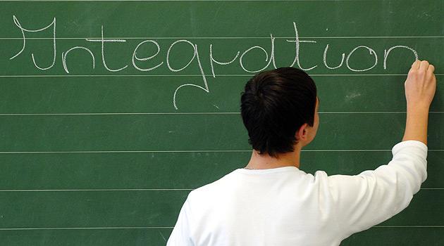 Debatte um Integrationsunwillige schwelt weiter (Bild: dpa/Armin Weigel)