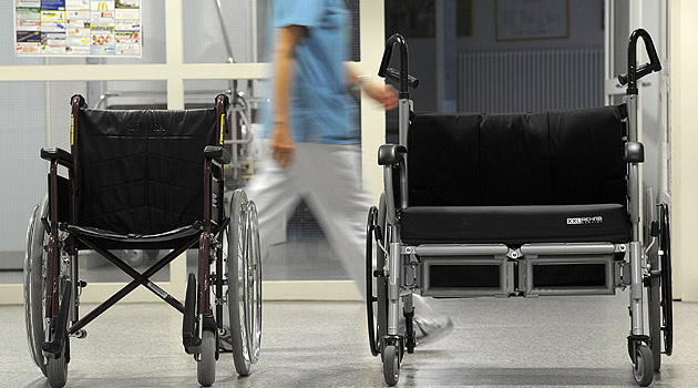 "100 Kilometer ins Spital: Transport dauert ""ewig"" (Bild: dpa/David Ebener (Symbolbild))"
