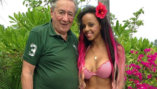 Richard Lugners Ex-Kolibri nackt im Paradies (Bild: Facebook)