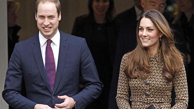 So feiern William & Kate mit Baby George Silvester (Bild: EPA)