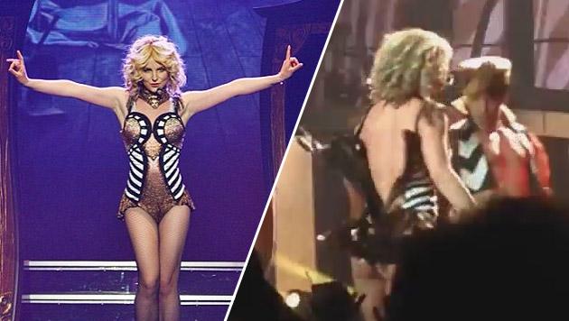 Britney Spears platzt bei Vegas-Show das Kostüm (Bild: Instagram, Zoom.in)