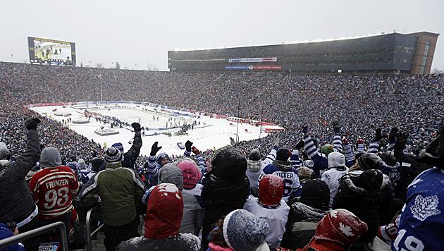 Zuschauer-Weltrekord bei NHL-Freiluftspiel (Bild: AP)