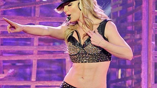 Geschummelt? Britney Spears Bauchmuskeln sollen aufgemalt sein. (Bild: instagram.com/britneyspears)