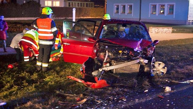 Drei Menschen bei Verkehrsunfall in OÖ verletzt (Bild: Hermann Kollinger)