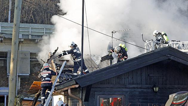 Pflegebedürftige Frau stirbt bei Hausbrand in Wien (Bild: Martin A. Jöchl)