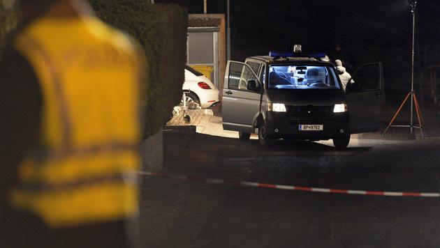T: Erste heiße Spur nach Explosion mit Verletztem (Bild: APA/ZEITUNGSFOTO.AT/LIEBL)