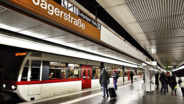 Wien: Dealer bevölkern ganze U-Bahn-Station (Bild: Reinhard Holl)