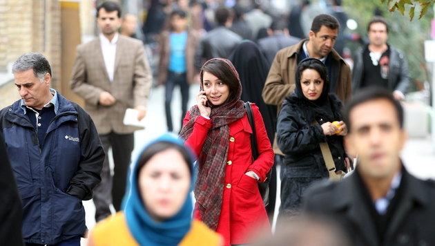 Iran plant Verbot von Messenger-Apps fürs Handy (Bild: EPA)
