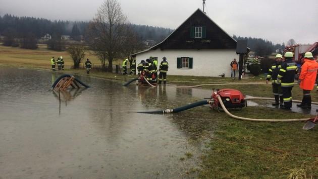 """Mure zerstört Haus: """"Da kam die Suppe herein"""" (Bild: Feuerwehr Hermagor)"""