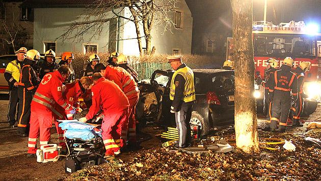 17-Jähriger rast mit Auto des Vaters gegen Baum (Bild: Markus Tschepp)