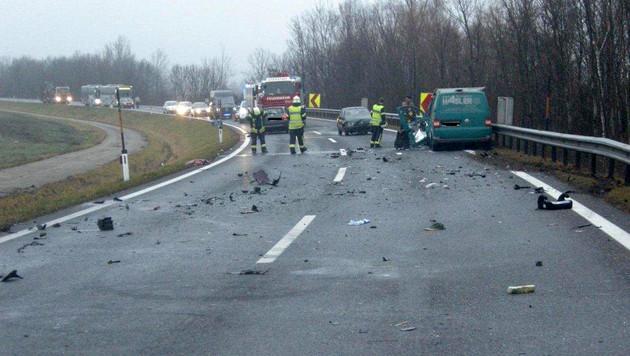 Fünf Menschen bei Karambolage im Bgld verletzt (Bild: APA/Landespolizeidirektion Burgenland)