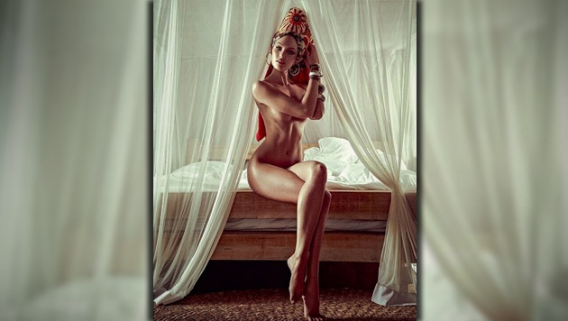 """Schöne Candice lässt für """"Vogue"""" die Hüllen fallen (Bild: Zoom.in/Zee Nunes für Vogue Brazil, Vogue, krone.at-Grafik)"""