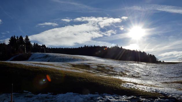 Suche nach Winter: Temperaturen sinken nur mäßig (Bild: APA/BARBARA GINDL)