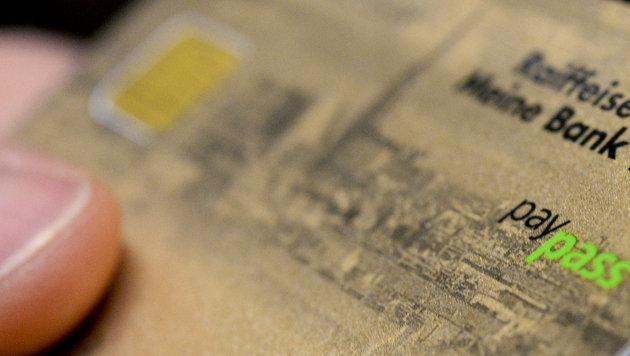 Jeder Zweite will neue NFC-Funktion deaktivieren (Bild: APA/HANS KLAUS TECHT)