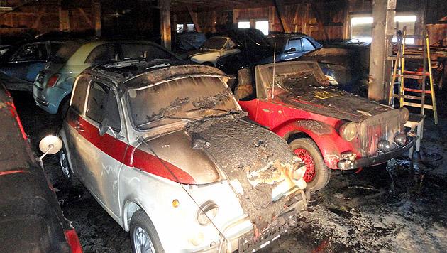Brand in Garage - Oldtimer teils schwer beschädigt (Bild: APA/FREIWILLIGE FEUERWEHR ST. ANDRÄ)