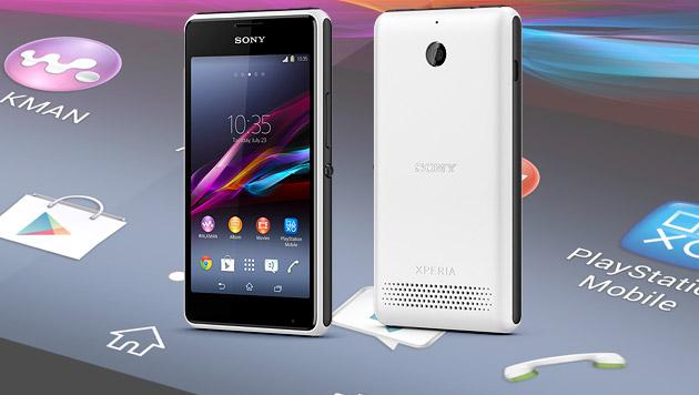 Xperia E1 pumpt Musik aus 100-Dezibel-Lautsprecher (Bild: Sony, krone.at-Grafik)
