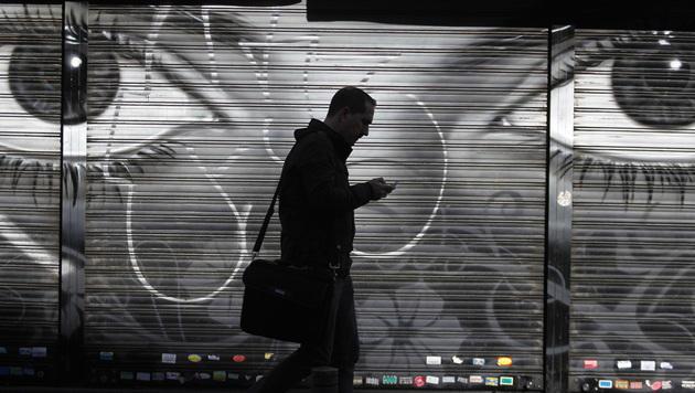 Deutsche Polizei will mehr Zugriff auf Smartphones (Bild: AP)