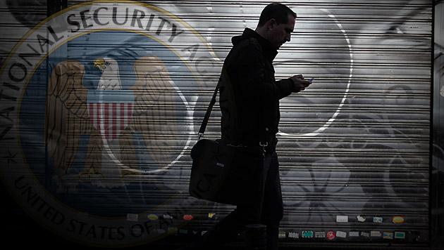 NSA zapft selbst Computer an, die offline sind (Bild: AP, krone.at-Grafik)