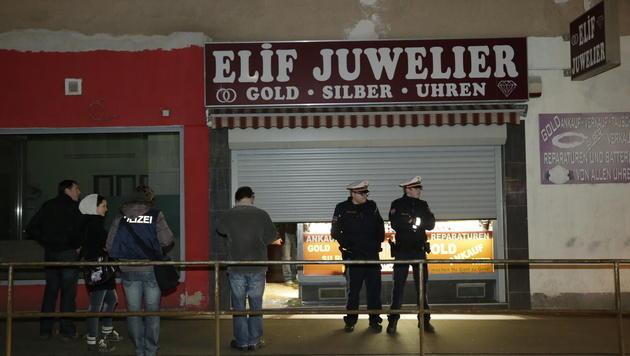 Polizisten bei Juwelierüberfall mit Axt attackiert (Bild: Klemens Groh)