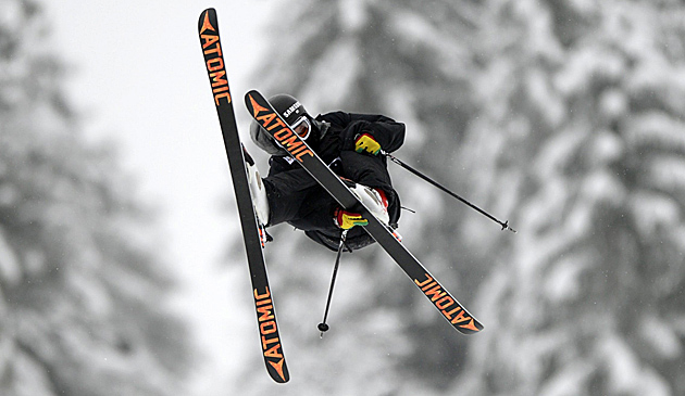Slopestyler Luca Tribondeau löst Olympiaticket (Bild: APA/EPA/URS FLUEELER)