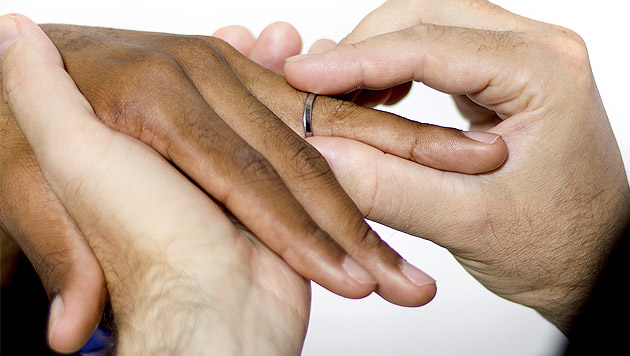 Verpartnerung am Standesamt erst ab 2015 geplant (Bild: thinkstockphotos.de)