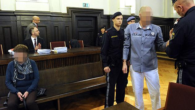 Mann wegen Zuhälterei zu 6 Jahren Haft verurteilt (Bild: APA/HERBERT PFARRHOFER)