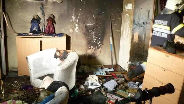 Wohnungsbrand: Feuer von Opfer selbst gelegt (Bild: APA/FF BRUCK/GUTMANN)