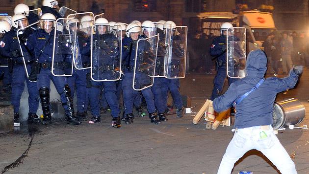 Akademikerball 2014: Demonstrant freigesprochen (Bild: APA/HERBERT P. OCZERET)