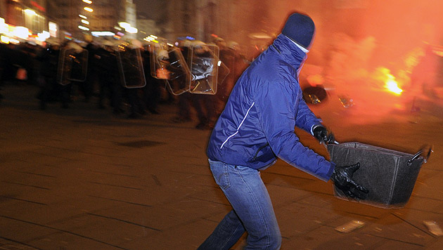 Akademikerball: Randale, Verletzte, Festnahmen (Bild: APA/Herbert P. Oczeret)