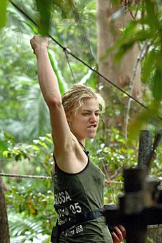 Mola lässt Larissa bei Dschungelprüfung hängen (Bild: RTL/Stefan Menne)