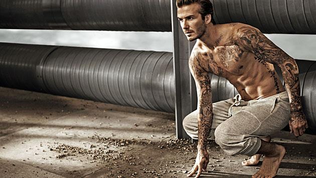 David Beckham zeigt seinen gestählten Body für H&M. (Bild: H&M)