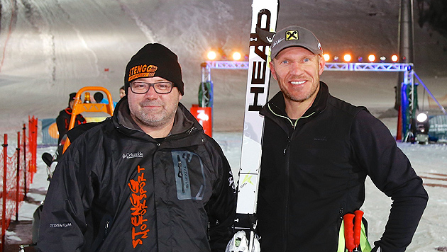 Hermann Maier triumphiert gegen Rallye-Auto (Bild: ORF/Peter Krivograd)