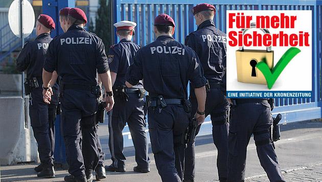 Bevölkerung kämpft um Rettung von Polizeiposten (Bild: APA/GEORG HOCHMUTH)