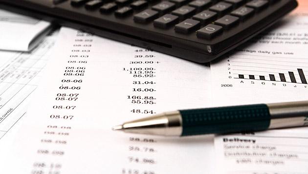 So können Sie bei den Bankgebühren sparen (Bild: thinkstockphotos.de)